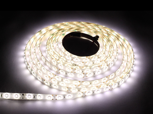 60 LED-Streifen 24 W. Farbe Kaltweiß. Ip65. (5 Meter)