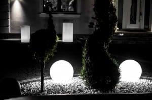 Set mit drei modernen Gartenlampen Luna Ball: 20 cm, 30 cm, 40 cm, weiße Kugeln, Glanz, inklusive LED-Lampen small 1