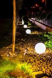Set mit drei modernen Gartenlampen Luna Ball: 20 cm, 30 cm, 40 cm, weiße Kugeln, Glanz, inklusive LED-Lampen small 5