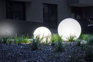 Gartenlampe Luna Ball 30 cm, Dekokugel, leuchtende Gartenkugel, weiß, glänzend small 11