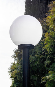 Gartenlampe stehend Mondlampe weiß 20 cm E27 schwarzer Pfosten 100 cm small 1