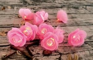 Ein einzigartiges Set von Power Bank Lipstick & Flowers LED für den Frauentag small 2