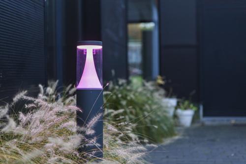 Moderner Gartenpoller Lutec SPICA im Freien
