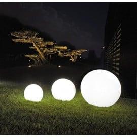 Eine Kombination von dekorativen Gartenkugeln - Luna Balls: 25, 30, 40 cm + Led-Birnen small 4