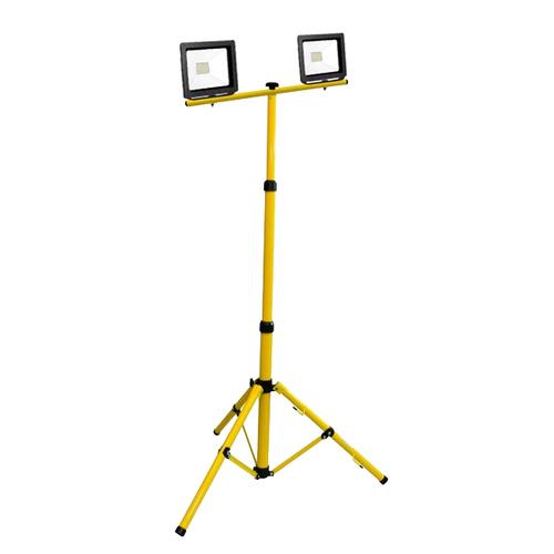 Doppelschlanker LED-Scheinwerfer auf einem 2x50W 6400K-Stativ