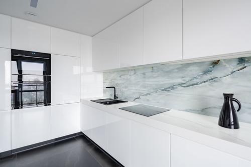 Fototapete Weißer Marmor mit goldenen und grauen Elementen, Tapete für die Wand
