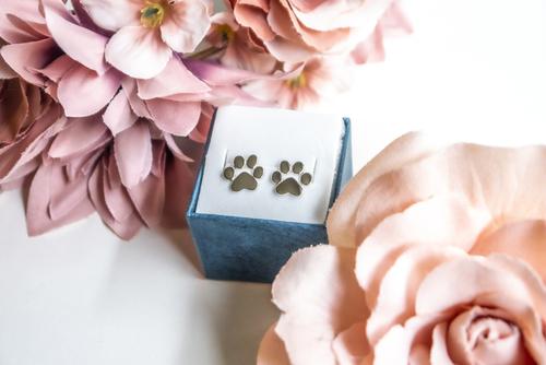 Silberohrringe mit Hundepfotenmotiv