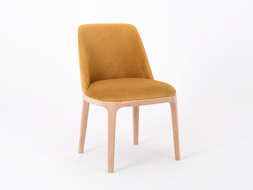 Skandinavischer Stuhl mit LULU Passionsfrucht bezogen