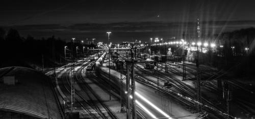 Wandgemälde Züge, Gleise, Eisenbahn, Lichter, schwarz und weiß, maßgeschneiderte Tapeten